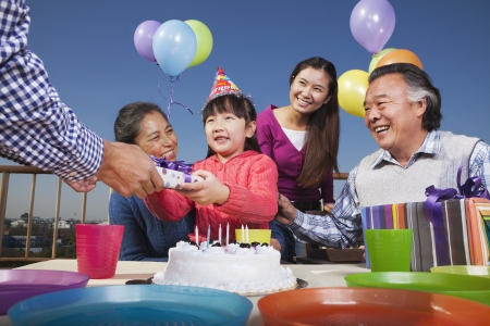 Birthday part, multi-generation family Imagens - 35986159