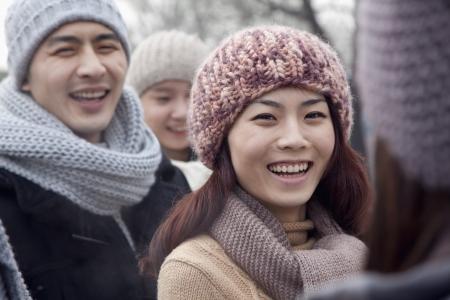 友人との冬の若い女性の肖像画
