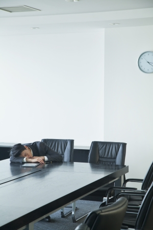 Businessman sleeping in office room Imagens