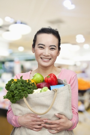 Mid Adult Woman Holding Shopping Bag with Fruits and Vegetables Stok Fotoğraf