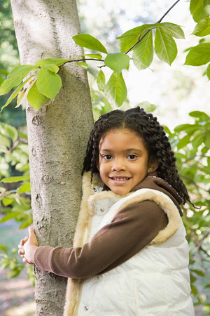 afro caribbeans: Girl holding a tree