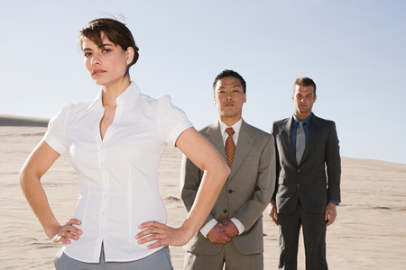 30 to 40 year olds: Businesspeople in desert