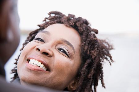 Una mujer sonriente Foto de archivo