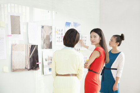 Businesswomen Working in Creative Office Imagens - 35992384