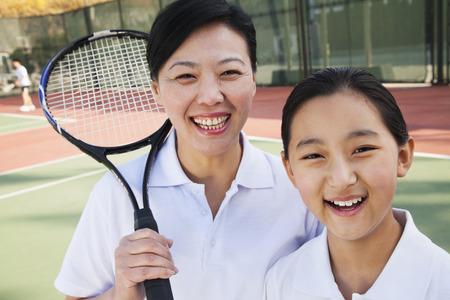 彼女のコーチのテニス少女
