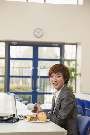Young business woman in company cafeteria Foto de archivo