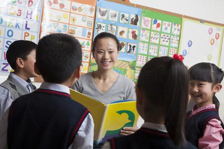 elementary school: Teacher reading to her elementary school students Stock Photo