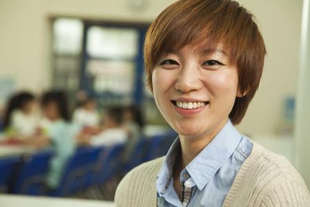 alumnos en clase: Retrato de profesor en el almuerzo en la cafeter�a de la escuela
