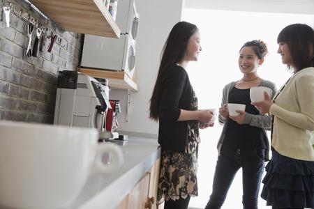 Three businesswomen on the coffee break in the office Imagens - 35992807