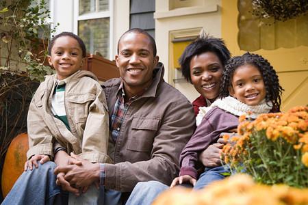 家の前で家族 写真素材