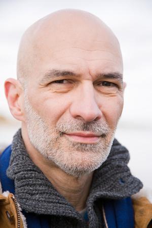 hombre calvo: Foto de cabeza de un hombre calvo