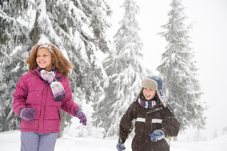 chinese american ethnicity: Children in the snow