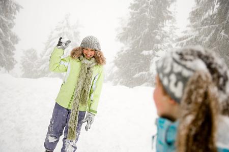 boule de neige: Fille avec boule de neige