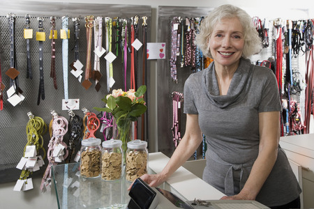 pet leash: Pet shop owner