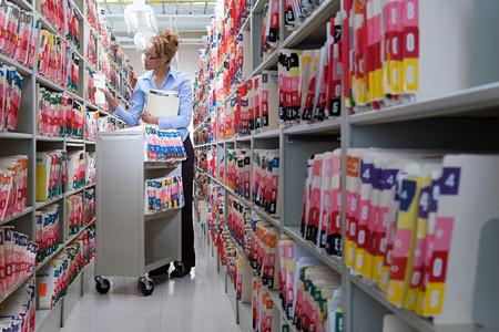 hospitales: presentación Mujer en archivos del hospital