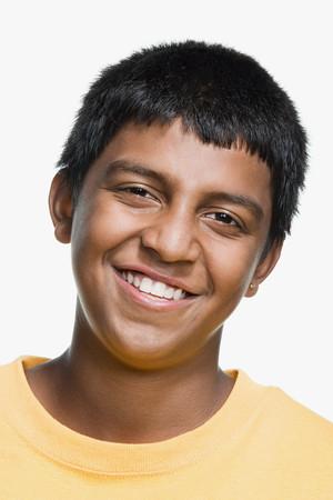 fondo blanco y negro: Retrato de un adolescente Foto de archivo