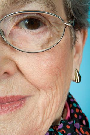 woman wearing glasses: Senior woman wearing glasses