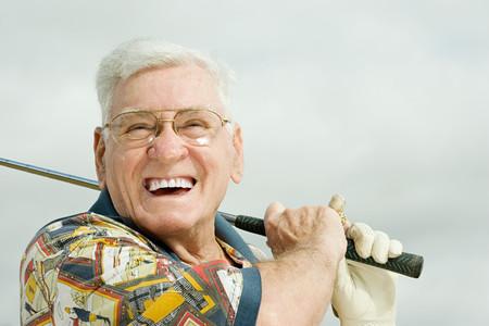 playing golf: Senior man playing golf