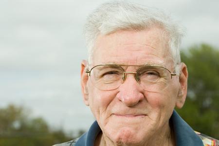 uomo felice: Ritratto di un uomo anziano