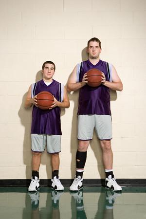 giocatori di basket alti e corti