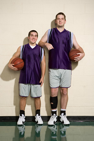 tall and short: Tall and short basketball players