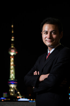 oriental pearl tower: Businessman and the oriental pearl tower