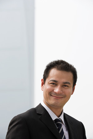 Smiling Chinese businessman Imagens