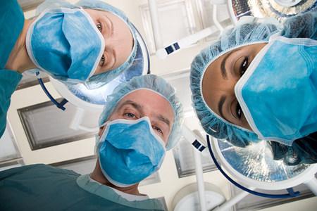 40 44 years: Surgeons looking down