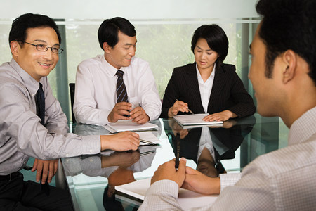 young business: Chinese businesspeople in a meeting