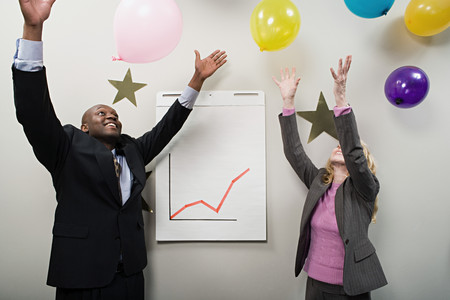 Two office workers celebrating Banco de Imagens