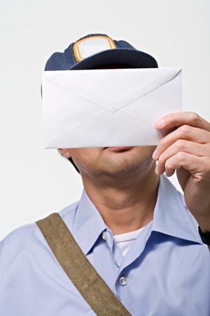 cartero: Cartero con una carta