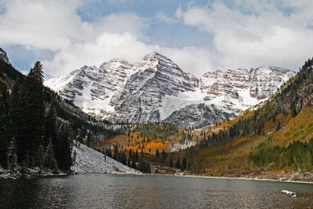 The Maroon Bells with Maroon Lake in the foreground Stock Photo