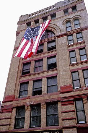 A building in the Trade Center neighborhood that survived 911 Imagens