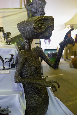 Sculpture of ET at Oyster Festival in Oyster Bay, NY 101511 新聞圖片