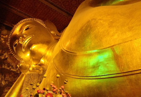 The reclining Buddha at Wat Pho Stock Photo