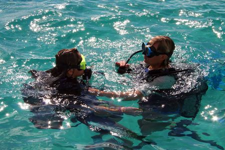 padi: scuba diving lesson with trainee and instructor Stock Photo