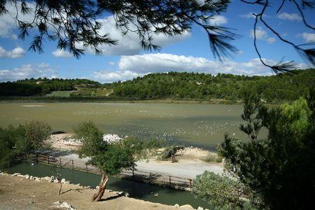 paisaje mediterraneo: paisaje mediterr�neo con un lago