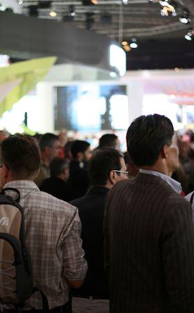 exhibition crowd: folla che assiste ad una mostra Archivio Fotografico