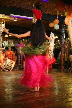 Exotische Tahiti Tanz in einem Club Standard-Bild - 5248276