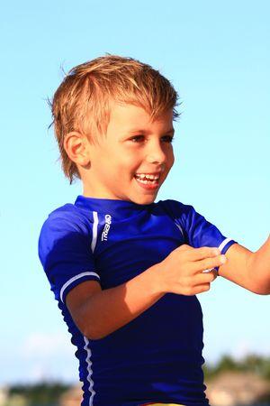 Smilling Boy playing Standard-Bild