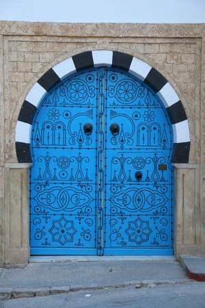 blue wooden door in arabic style Standard-Bild