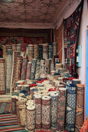traditional carpet shop in tunisia Standard-Bild