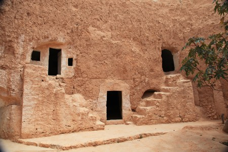 traditional cavern house in southern tunisia Standard-Bild