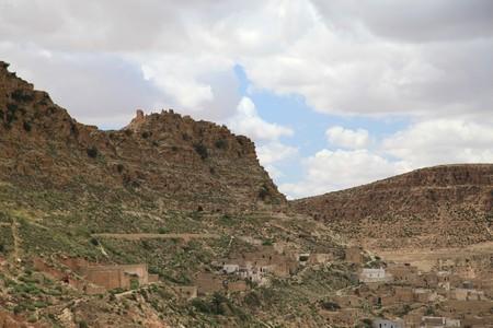 mountain village in tunisian desert Standard-Bild
