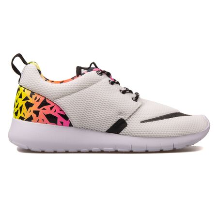 newest collection 87e37 aeaa6 VIENNA, AUSTRIA - AUGUST 10, 2017: Nike Roshe One FB white, black,..