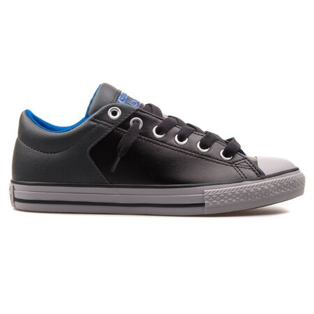 VIENNA, AUSTRIA - AUGUST 25, 2017: Converse Chuck Taylor High Street black sneaker on white background. 写真素材 - 127888707