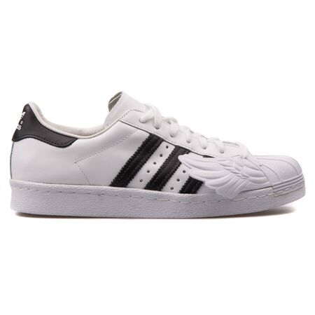 VIENNA, AUSTRIA - AUGUST 25, 2017: Adidas JS Superstar Wings white and black sneaker on white background. 新闻类图片