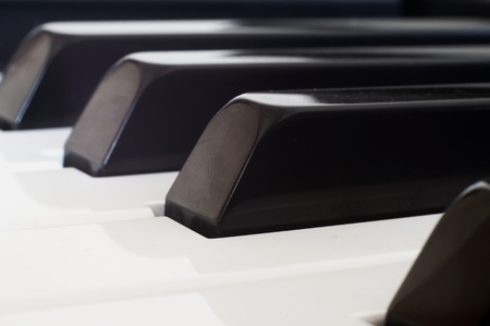pentagramma musicale: Tastiera di pianoforte, closeup Archivio Fotografico