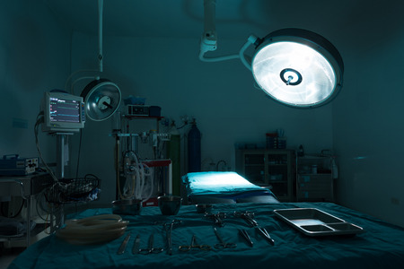 operating room with equipment in hospital , blue filter Stockfoto