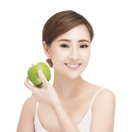 aantrekkelijk imago Aziatische vrouw huidverzorging op een witte achtergrond